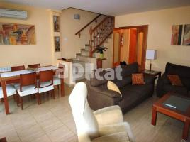 Terraced house, 200 m², near bus and train, almost new
