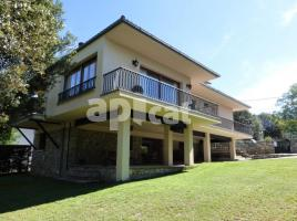 Houses (villa / tower), 287.78 m², near bus and train, Guilleries