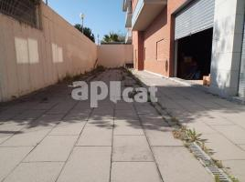 Business premises, 366.00 m², near bus and train, almost new