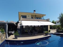 Houses (villa / tower), 250.00 m², almost new