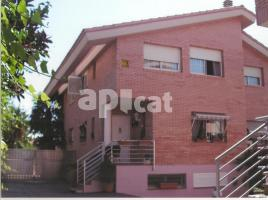 Houses (terraced house), 300.00 m², near bus and train, Tarragones