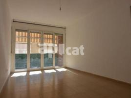 Flat, 83 m², near bus and train