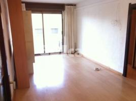 For rent flat, 74 m², close to bus and metro
