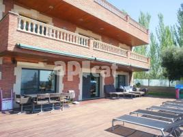 Houses (detached house), 650 m², almost new