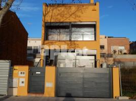 New home - Houses in, 300.00 m², near bus and train, new