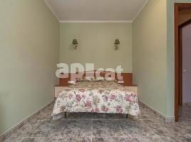 Houses (villa / tower), 327.00 m², near bus and train