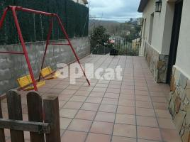 Houses (villa / tower), 250.00 m², near bus and train