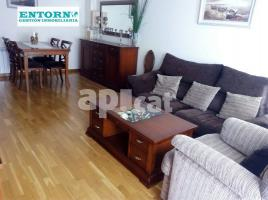 Flat, 93 m², near bus and train, almost new, can borrell