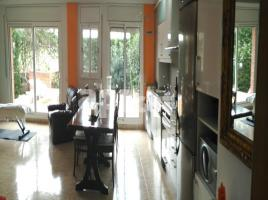 Flat, 95.00 m², near bus and train