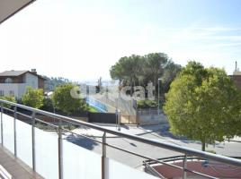 Flat, 99 m², near bus and train, almost new