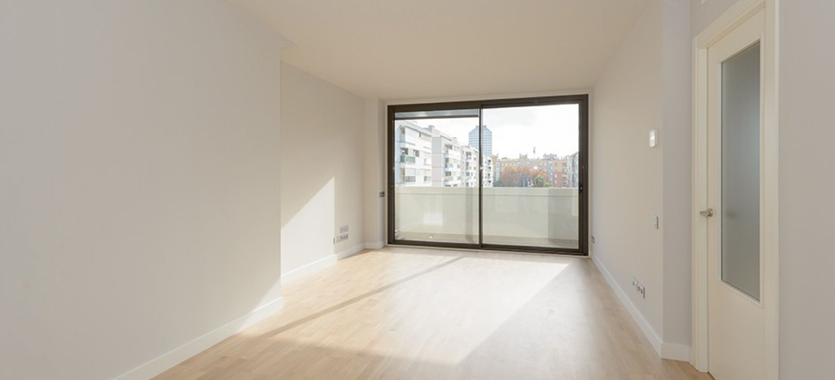 New home - Flat in, 108 m², close to bus and metro, new