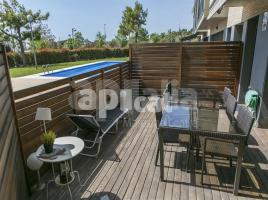 Flat, 115 m², near bus and train, almost new