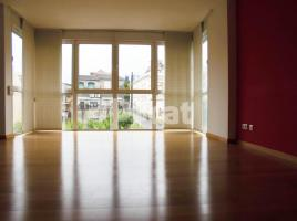 Duplex, 135.00 m², near bus and train, almost new