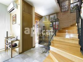 Houses (detached house), 344 m², near bus and train