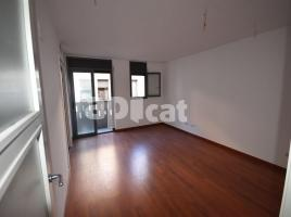 For rent flat, 70 m², near bus and train, new