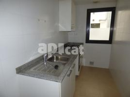 Flat, 81 m², near bus and train, almost new